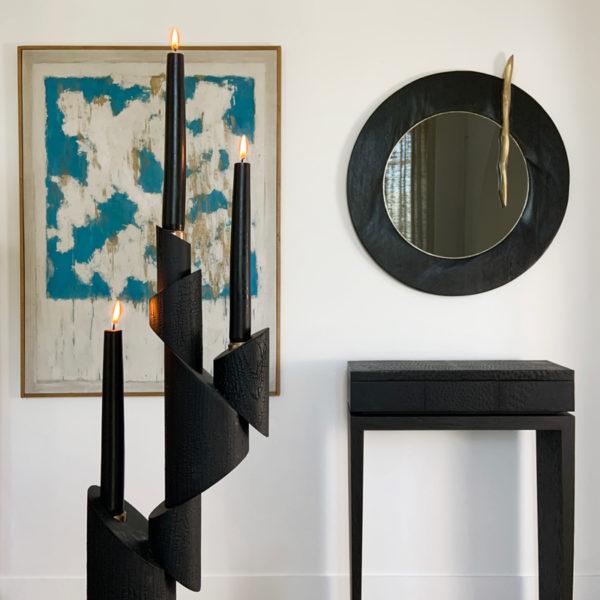 Miroir contemporain argenté avec cadre en bois sculpté signé Hoon Moreau, artiste designer d'objets design uniques et poétiques