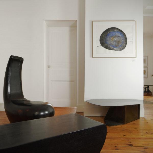 Assise originale en chêne massif sculpté signée Hoon Moreau, artiste designer de meubles et objets d'exception