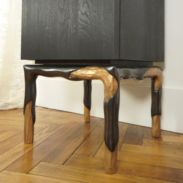 Colonne armoire en chêne massif et bronze signée Hoon Moreau, artiste designer de meubles et objets d'exception