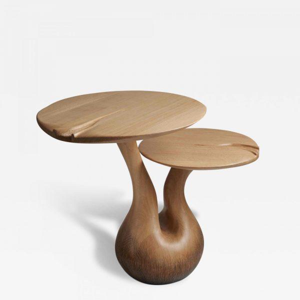 Paire de tables d'appoint en chêne massif et feuille d'or, signées Hoon Moreau, artiste designer de meubles uniques en bois sculpté