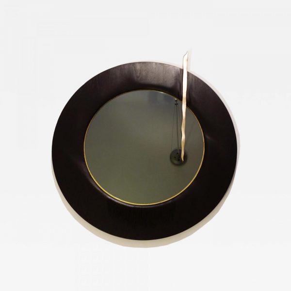Miroir contemporain argenté avec cadre en chêne sculpté signé