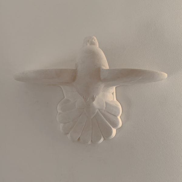 Applique lumineuse en plâtre sur le thème de la colombe signée OAK Studio
