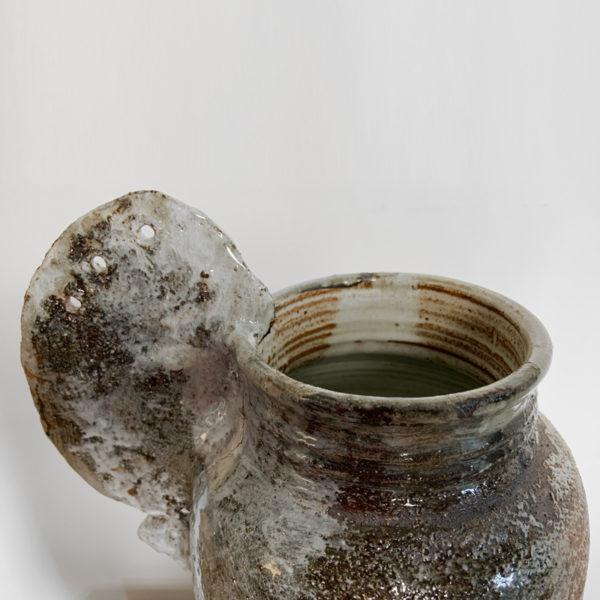 Grand vase en grès rouge émaillé cuit dans un four à bois japonais, signé Pierre Casenove