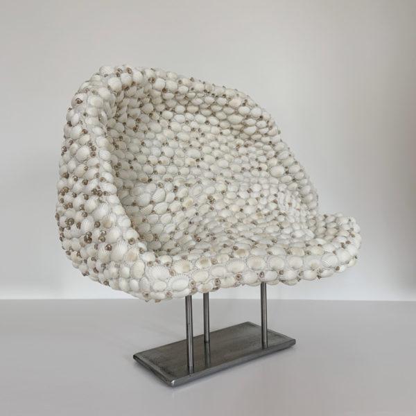 Sculpture contemporaine et poétique en coquillage signée Sophie Brillouet