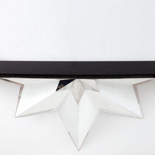 Console contemporaine suspendue en chêne argenté et acier poli, signée Antoine Vignault