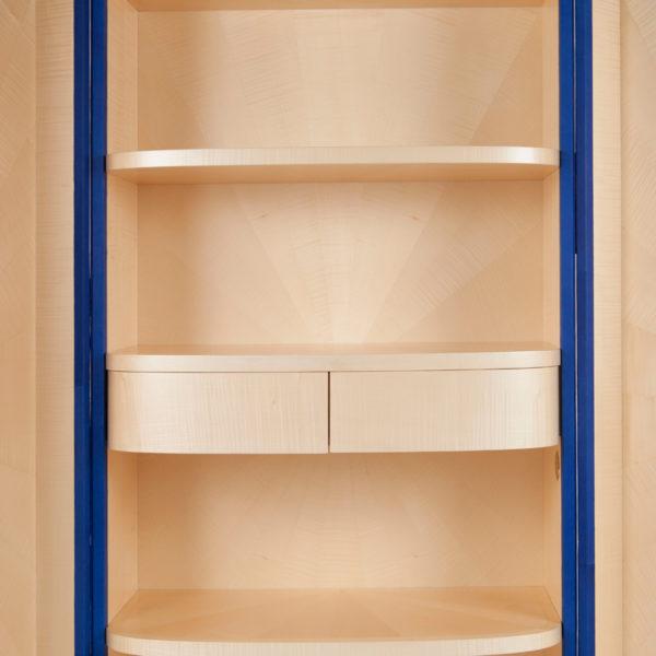 Cabinet orignal gainé de cuir bleu et bronze doré, signé Antoine Vignault, artiste designer à Toulouse