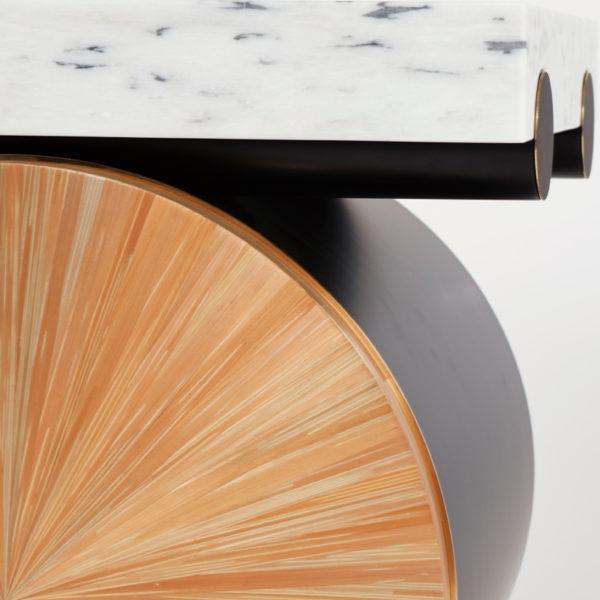 Tables d'appoint en laque noire, laiton et marqueterie de paille, signées Antoine Vignault