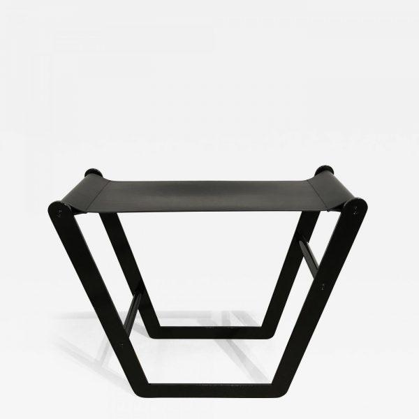 Tabouret design en acier et cuir signé Pierre Mounier, designer français basé à Bordeaux.