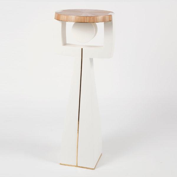 Piedestal en laque Craie et plateau marqueté de paille dorée, signé Antoine Vignault, artiste designer à Toulouse