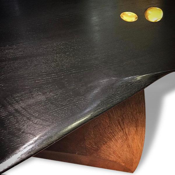 Table basse contemporaine en chêne massif signée Hoon Moreau, artiste designer de meubles uniques en bois sculpté
