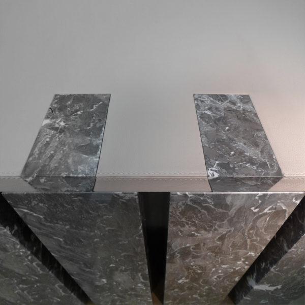 Bureau contemporain original en carbone, marbre et cuir, signé Vincent Poujardieu, designer de meubles et luminaires d'exception