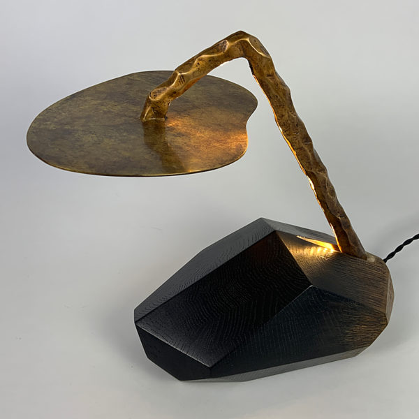 Sculpture lumineuse en chêne et bronze signée Hoon Moreau, artiste peintre, sculpteur et designer