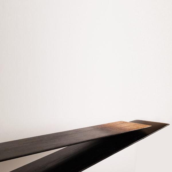 Console en chêne massif teinté à l'encre de Chine signé Hoon Moreau, artiste peintre, sculpteur et designer