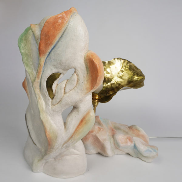 Sculpture lumineuse poétique en stuc, pigments et laiton, signée Bella Hunt & DDC