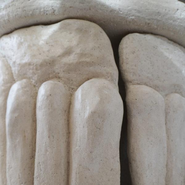 Table basse originale en stuc. Pièce unique signée Bella Hunt & DDC