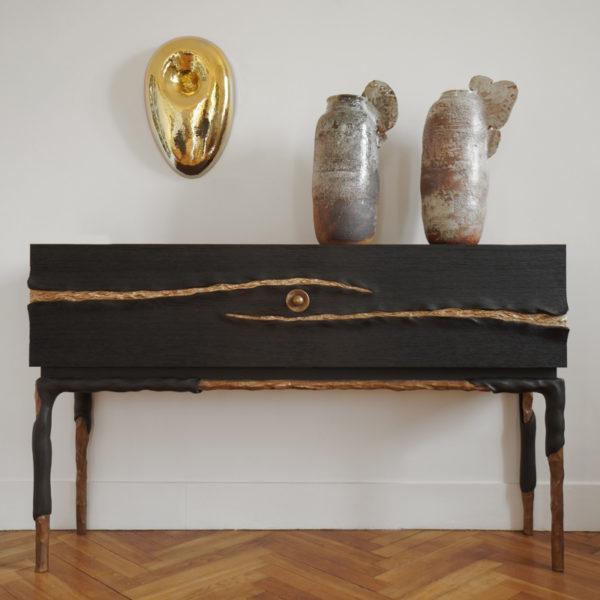 Cabinet à tiroirs en chêne massif et bronze en chêne massif et bronze signée Hoon Moreau, artiste designer de meubles et objets d'exception