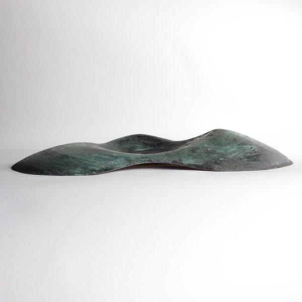 Sculpture en cuivre martelé et patiné, pièce unique signée Jonathan Soulié